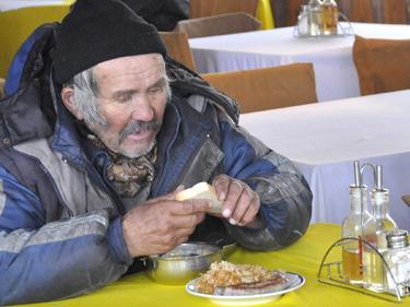 Храна за бездомните хора в София